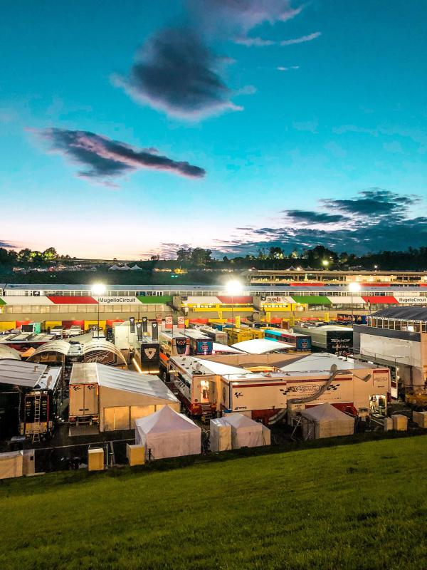 [ID: 20712] Insiders Night in the paddock (credit: Pole Position Travel)